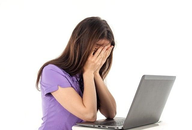 DPC Watchdog ViolationがWindows10で発生!RAIDからAHICに変更した女性。