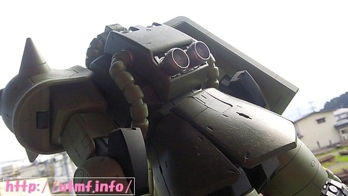 メガサイズモデル1/48機動戦士ガンダムと量産型ザク塗装済み完成品。