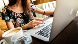 新人社会保険労務士の仕事は算定基礎届と労働者派遣事業報告書作成。