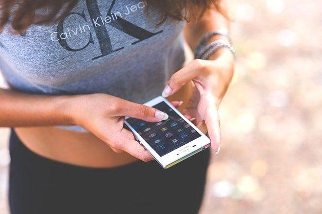 携帯電話に5000円は払いすぎ!通信料金を半額にするなら楽天モバイル。
