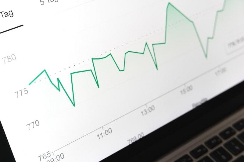 サラリーマンの副業は投資信託?FX・株式・不動産投資の違いと税金。
